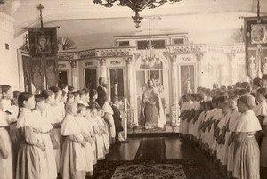 В домовой церкви николаевского приюта.
