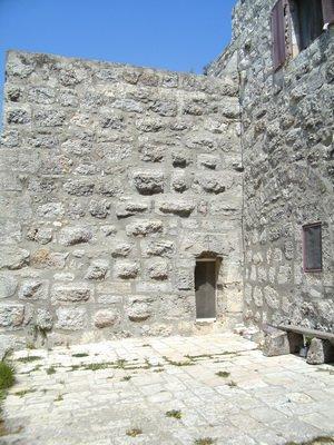 Вход в храм-усыпальницу пр. Елизаветы