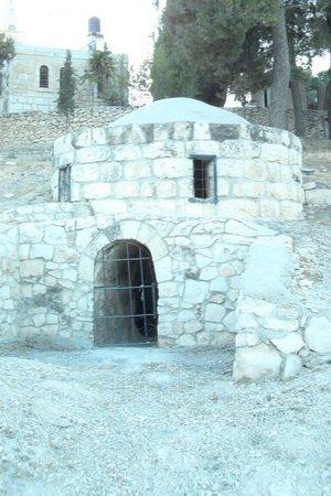 Уединное место, где молился о. Парфений