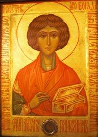 Икона великомученика и целителя Пантелеимона с частицей его мощей