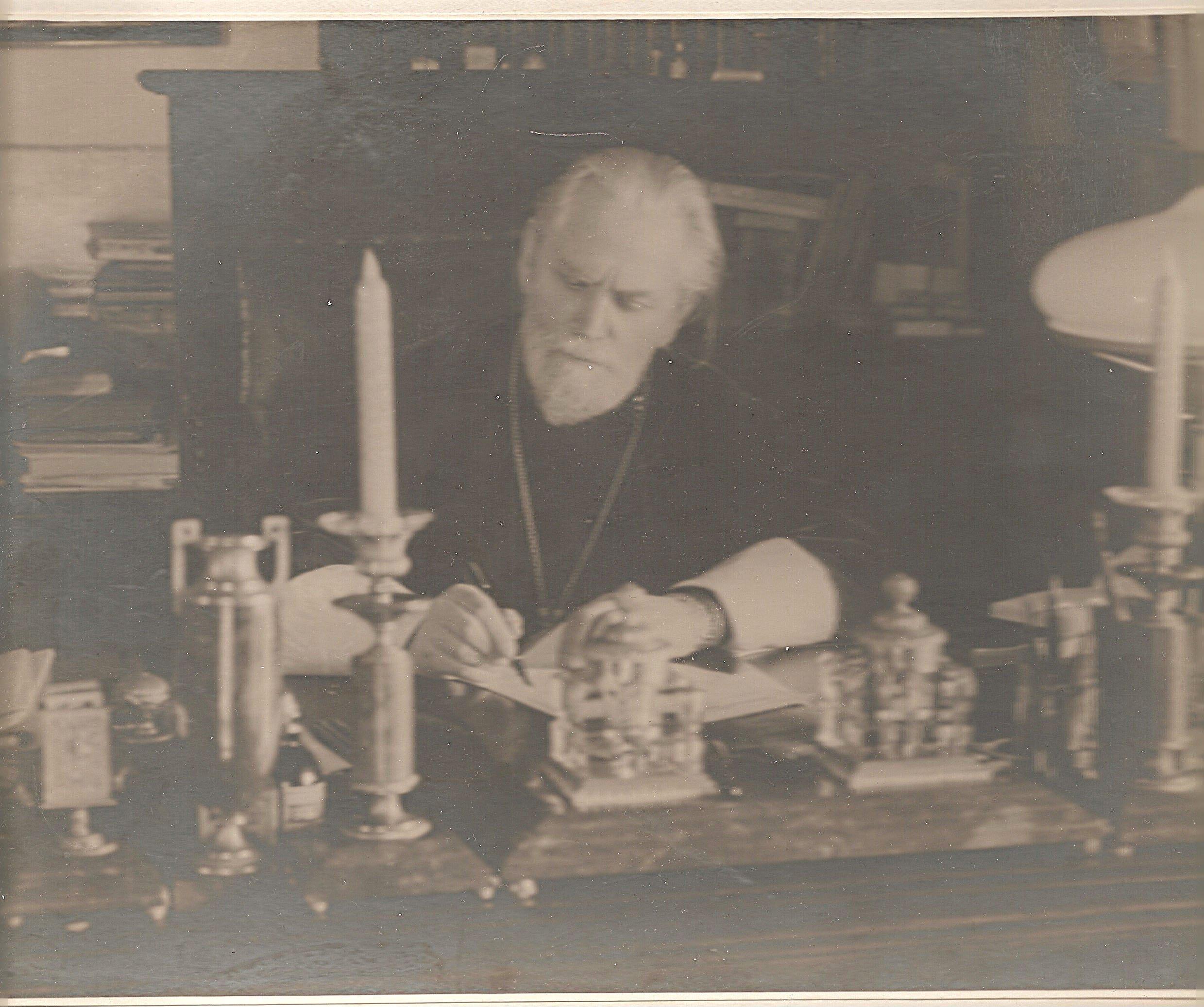 Митропопит Григорий в своем кабинете в Св.Духовском корпусе Лавры 1950 гг