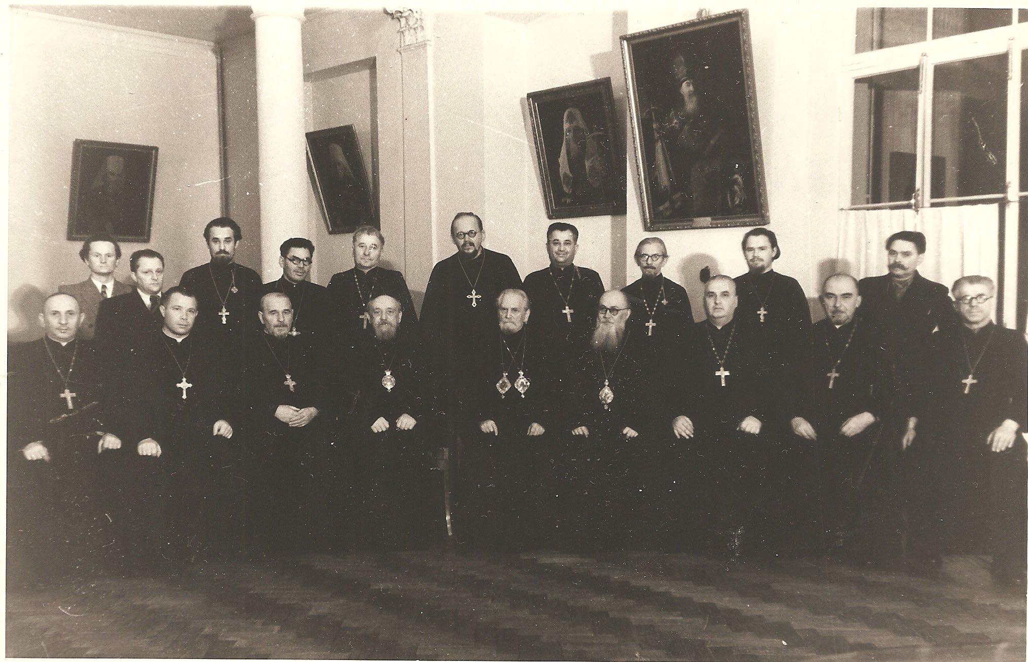 Митрополит Григорий и духовенство митрополиии в Епархиальном Доме. 30 октября 1954 г.