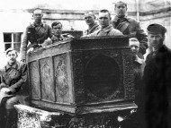 Антирелигиозная кампания изъятия мощей в Советской России